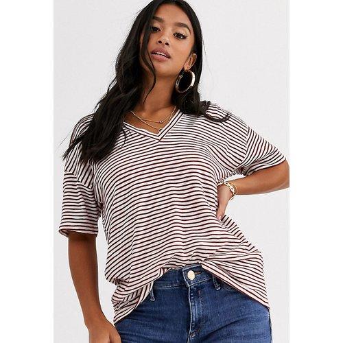 ASOS DESIGN Petite - T-shirt manches courtes à rayures texturées avec col en V - ASOS Petite - Modalova