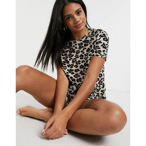 Pyjama plissé à imprimé léopard avec t-shirt et short - ASOS DESIGN - Modalova