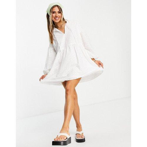 Robe babydoll courte à broderies - ASOS DESIGN - Modalova