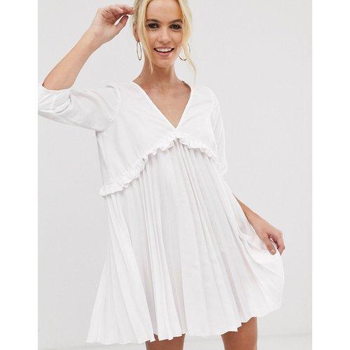 Robe babydoll courte et plissée - ASOS DESIGN - Modalova