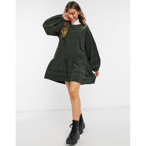Robe babydoll courte et plissée en velours côtelé - ASOS DESIGN - Modalova