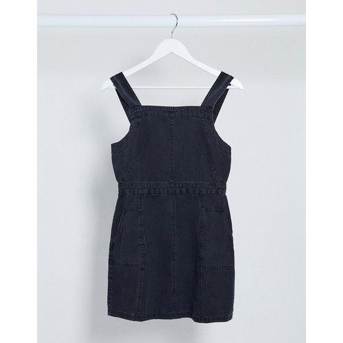 Robe chasuble en jean souple - délavé - ASOS DESIGN - Modalova