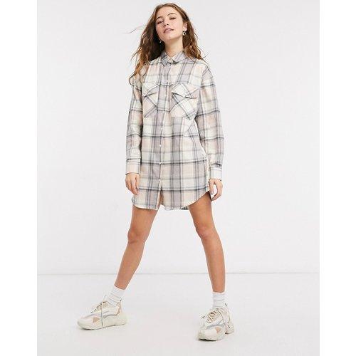 Robe chemise courte boutonnée à carreaux - Blanc - ASOS DESIGN - Modalova