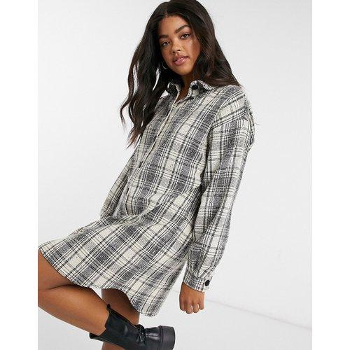 Robe chemise courte boutonnée en bouclé à carreaux - ASOS DESIGN - Modalova