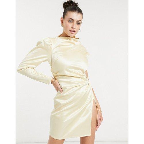 Robe courte asymétrique à fronces - Champagne - ASOS DESIGN - Modalova