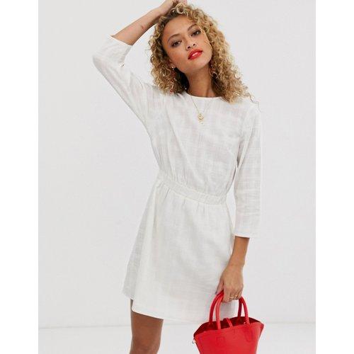 Robe courte casual élastiquée texturée - ASOS DESIGN - Modalova