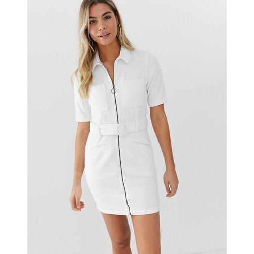 Robe courte côtelée avec ceinture - ASOS DESIGN - Modalova