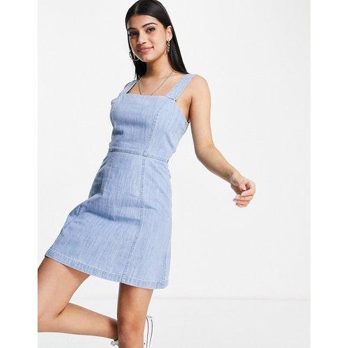 Robe courte en jean souple à délavage moyen - ASOS DESIGN - Modalova