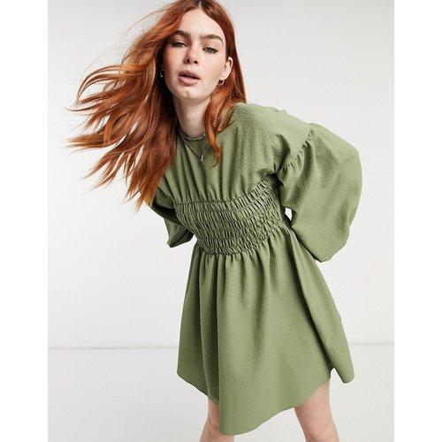 Robe courte texturée et froncée - Kaki - ASOS DESIGN - Modalova