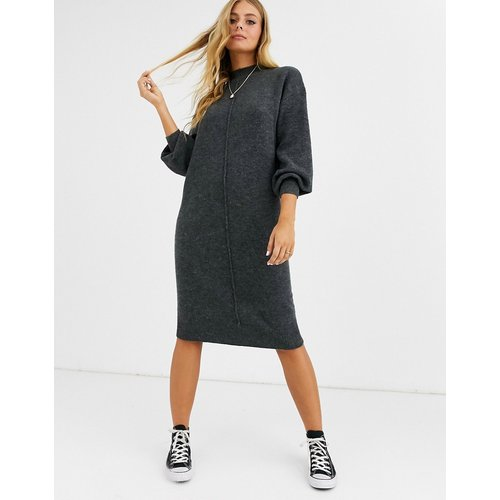 Robe mi-longue pelucheuse avec coutures apparentes - ASOS DESIGN - Modalova