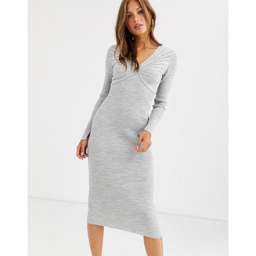 Robe mi-longue plissée avec col en V profond - ASOS DESIGN - Modalova