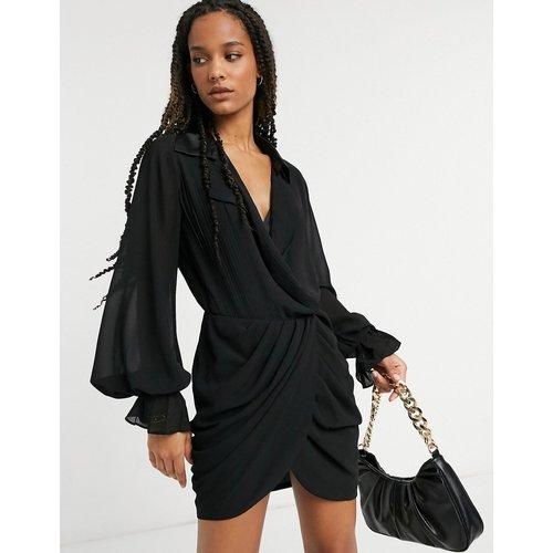 Robe plissée style smoking à jupe portefeuille - ASOS DESIGN - Modalova