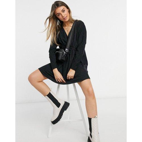 Robe portefeuille courte à manches longues - ASOS DESIGN - Modalova