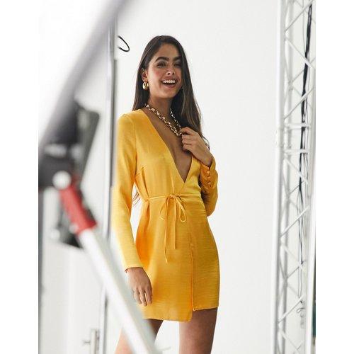 Robe portefeuille courte en satin ultra brillant - Abricot - ASOS DESIGN - Modalova