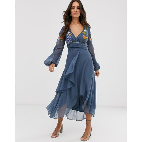 Robe portefeuille mi-longue avec broderie florale - ASOS DESIGN - Modalova