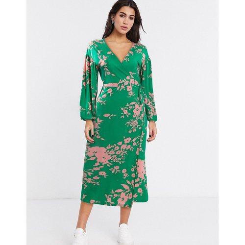 Robe portefeuille mi-longue avec fleurs de couleurs vives - ASOS DESIGN - Modalova