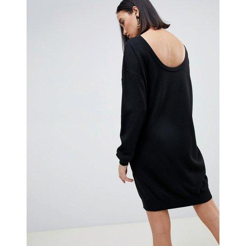 Robe pull avec dos dégagé en maille éco - ASOS DESIGN - Modalova