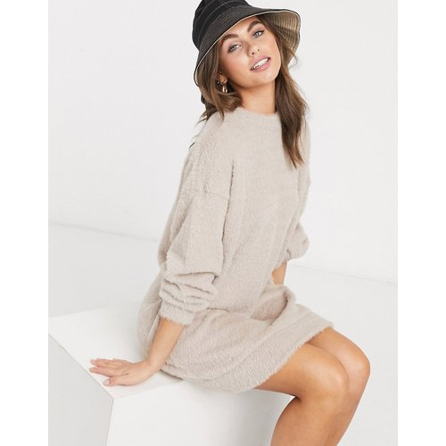 Robe sweat-shirt duveteuse - Avoine - ASOS DESIGN - Modalova