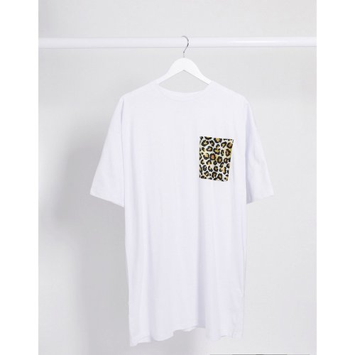 Robe t-shirt avec poche à imprimé léopard - ASOS DESIGN - Modalova