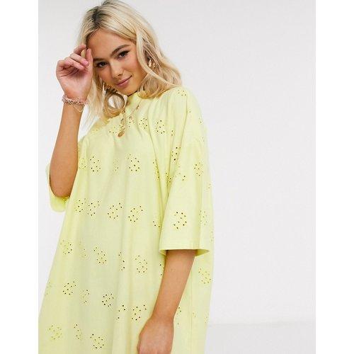 Robe t-shirt brodée ultra oversize - Citron - ASOS DESIGN - Modalova