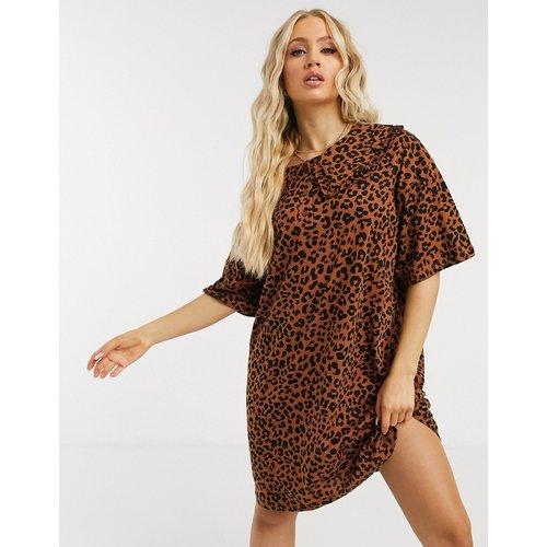 Robe t-shirt courte à col champêtre oversize et imprimé léopard - ASOS DESIGN - Modalova