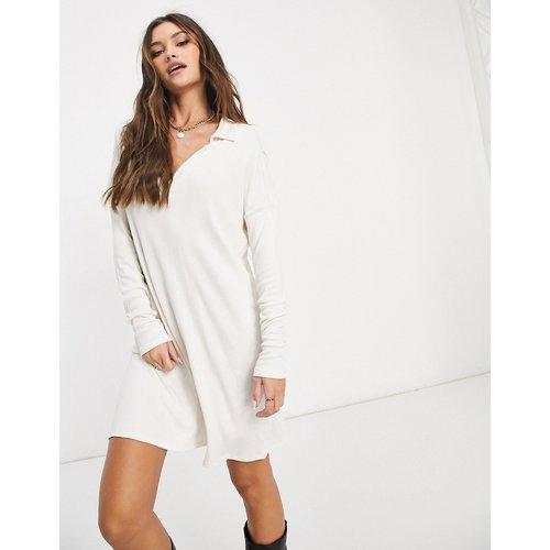 Robe t-shirt courte côtelée - Crème - ASOS DESIGN - Modalova