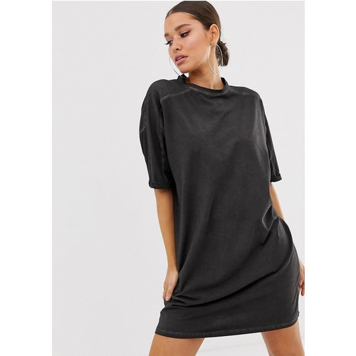 Robe t-shirt délavée avec manches retroussées - ASOS DESIGN - Modalova