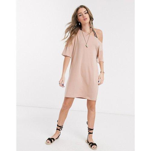 Robe t-shirt épaule dénudée - Beige - ASOS DESIGN - Modalova