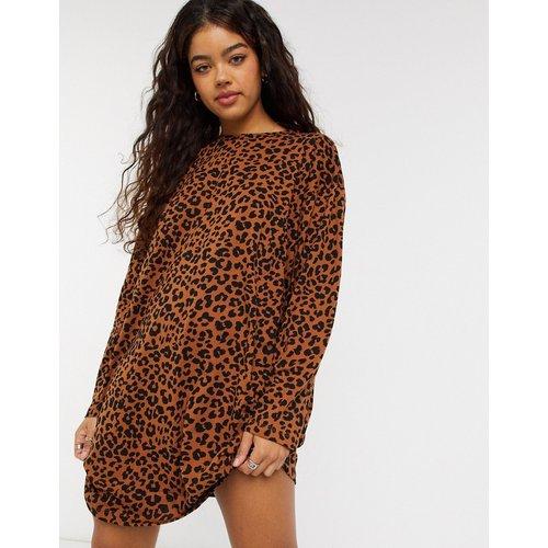 Robe t-shirt oversize à manches longues à imprimé léopard - ASOS DESIGN - Modalova
