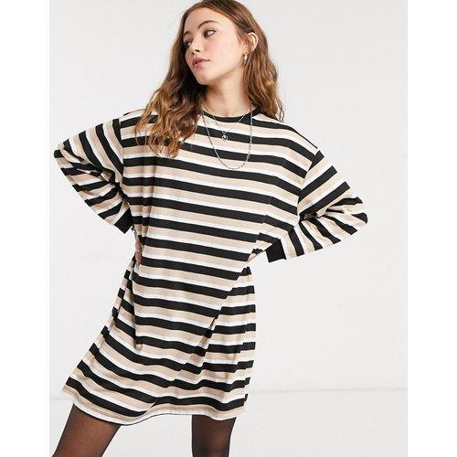 Robe t-shirt oversize à manches longues et rayures - Camel - ASOS DESIGN - Modalova
