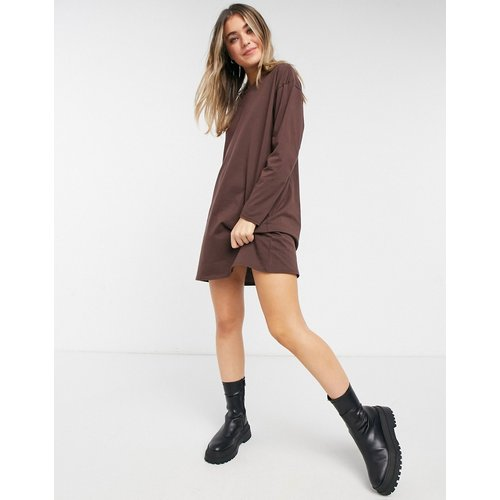 Robe t-shirt oversize à manches longues - chocolat - ASOS DESIGN - Modalova