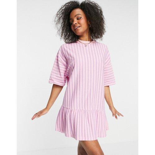 Robe t-shirt oversize à ourlet volanté - Rayures et lilas - ASOS DESIGN - Modalova