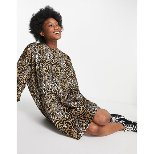 Robe t-shirt oversize texturée à imprimé léopard - ASOS DESIGN - Modalova