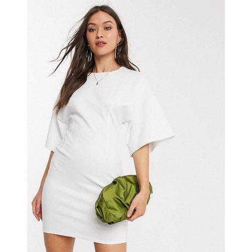 Robe t-shirt structurée avec coutures apparentes - Ivoire - ASOS DESIGN - Modalova