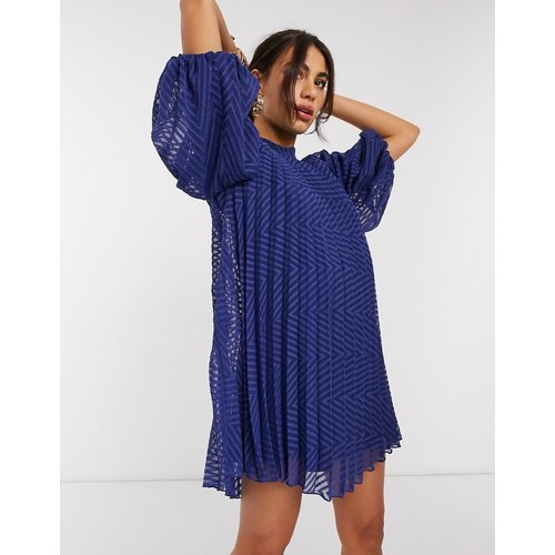 Robe trapèze courte plissée avec manches bouffantes en tissu façonné - Bleu marine - ASOS DESIGN - Modalova