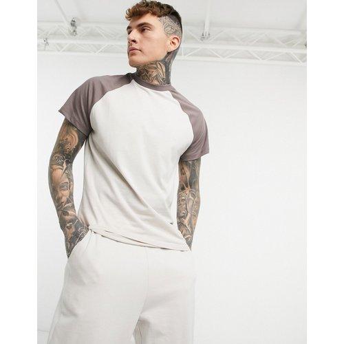 T-shirt à manches raglan contrastées - Beige et marron - ASOS DESIGN - Modalova