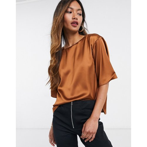 T-shirt en satin - Roux - ASOS DESIGN - Modalova
