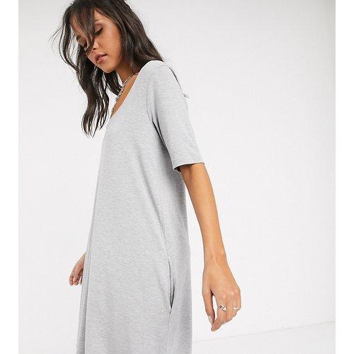 ASOS DESIGN Tall - Exclusivité - Robe t-shirt fluide à poches dissimulées - chiné - ASOS Tall - Modalova
