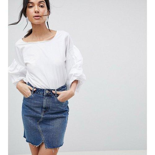 ASOS DESIGN TALL - Mini-jupe en jean - délavé moyen - ASOS Tall - Modalova