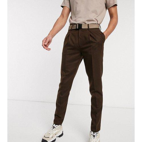 Tall - Pantalon court slim habillé avec ceinture et effet texturé - Marron - ASOS DESIGN - Modalova