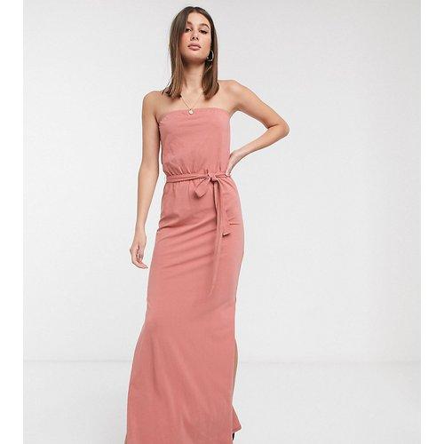 ASOS DESIGN Tall - Robe bandeau longue avec ceinture - - Exclusivité - ASOS Tall - Modalova