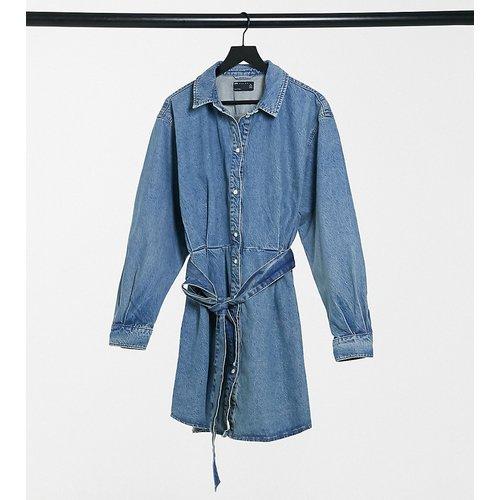 ASOS DESIGN Tall - Robe chemise oversize à ceinture - délavé moyen - ASOS Tall - Modalova