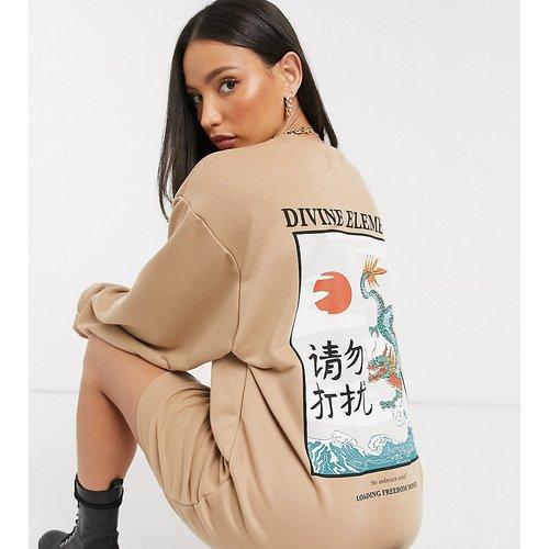 ASOS DESIGN Tall - Robe sweat-shirt oversize à imprimé graphique - Fauve - ASOS Tall - Modalova