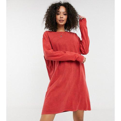 ASOS DESIGN Tall - Robe t-shirt oversize à manches longues - brûlé délavé - ASOS Tall - Modalova