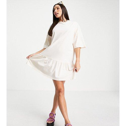 Tall - Robe t-shirt oversize à ourlet volanté - Sable - ASOS DESIGN - Modalova