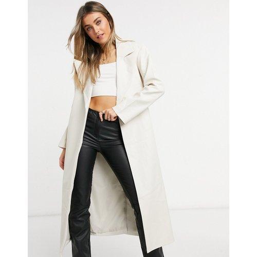 Trench-coat imitation cuir avec ceinture - ASOS DESIGN - Modalova