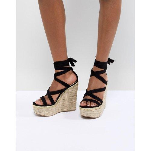 Trophy - Chaussures à hauts talons compensés et lien à nouer sur la jambe - ASOS DESIGN - Modalova