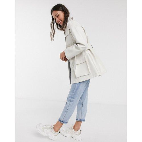 Veste en imitation cuir à ceinture avec quatre poches - ASOS DESIGN - Modalova