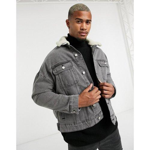 Veste en jean oversize avec col amovible en imitation peau de mouton - ASOS DESIGN - Modalova