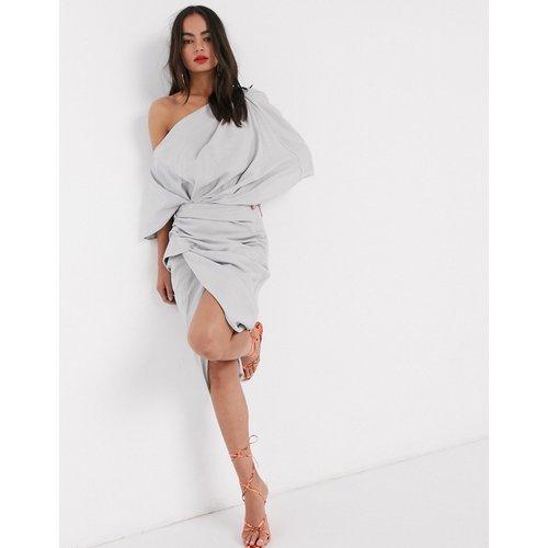 Robe asymétrique mi-longue drapée en lin - ASOS EDITION - Modalova